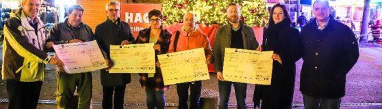 Spendenübergabe von Hagens Oberbürgermeister